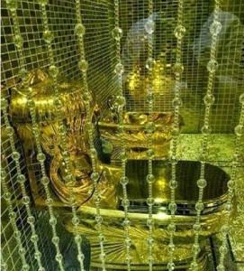 toilette en or
