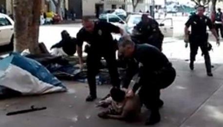 La police de Los Angeles abat un SDF noir