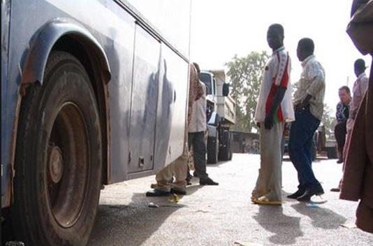 autocar attaqué par les coupeurs de route