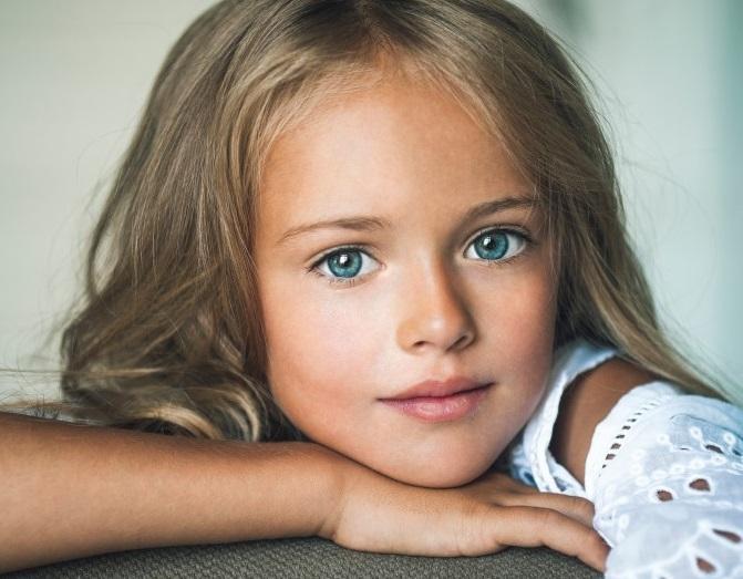 belle petite fille monde