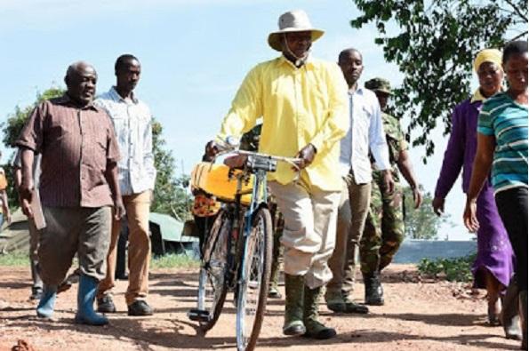 president-ougandais-velo