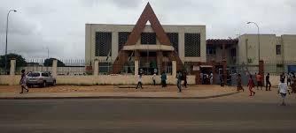 Tribunal de Yopougon : accusé de vol, le vigile gagne son procès face au  pasteur | Actualité Ivoire - Infos