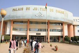 Tribunal de Dakar : En pleine audience, cet avocat tombe et meurt quelques  minutes plus tard