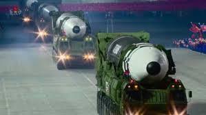 Un missile balistique lancé d'un sous-marin dans la parade militaire nord- coréenne