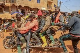 Des motos géantes pour désenclaver les villages du Cameroun | TV5MONDE  Afrique